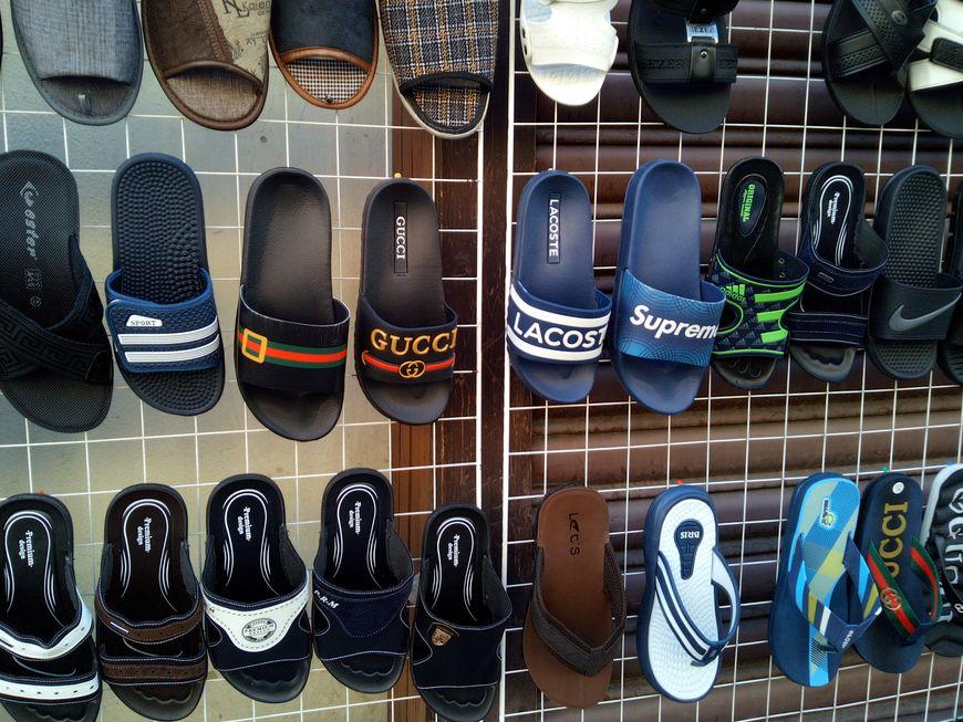 Стоит ли приобретать обувь и другие вещи в секонд хенде?